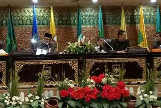 Gelar Rapat Paripurna, DPRD Riau Sepakat Turunkan Pajak Pertalite 5 Persen
