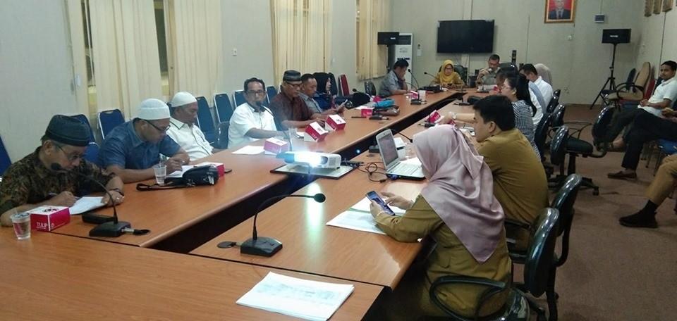 Rapat harga tandan buah segar sawit rakyat di provinsi Riau