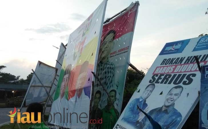 Ugal-Ugalan, Baliho Jokowi Tutupi Baliho Tokoh Pemuda Di Rohul