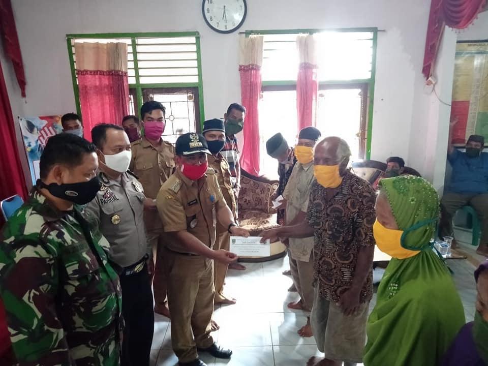 Penyaluran BLT DD Tahap I di Kecamatan Kepenuhan
