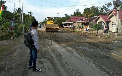 Dinas PUPR Rohul Perbaiki Ruas Jalan Provinsi yang Rusak di Kepenuhan