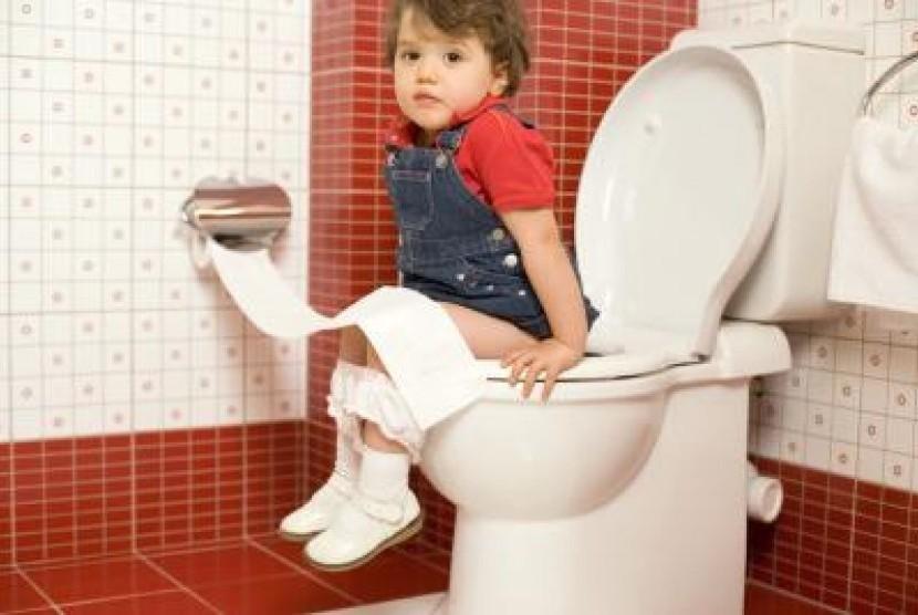 Duduk Ketika Kencing Ternyata Baik untuk Kesehatan Pria