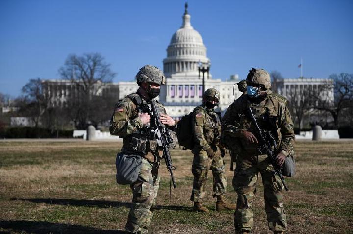 FBI Waspadai Pendukung Trump yang Menyamar Jadi Petugas Keamanan