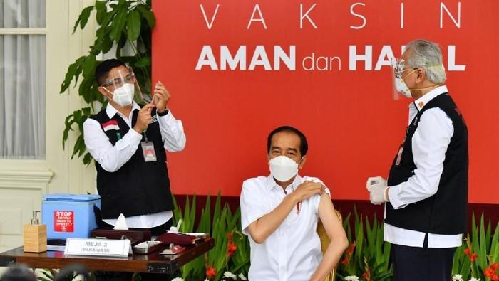 Momen Jokowi Disuntik Vaksin Corona