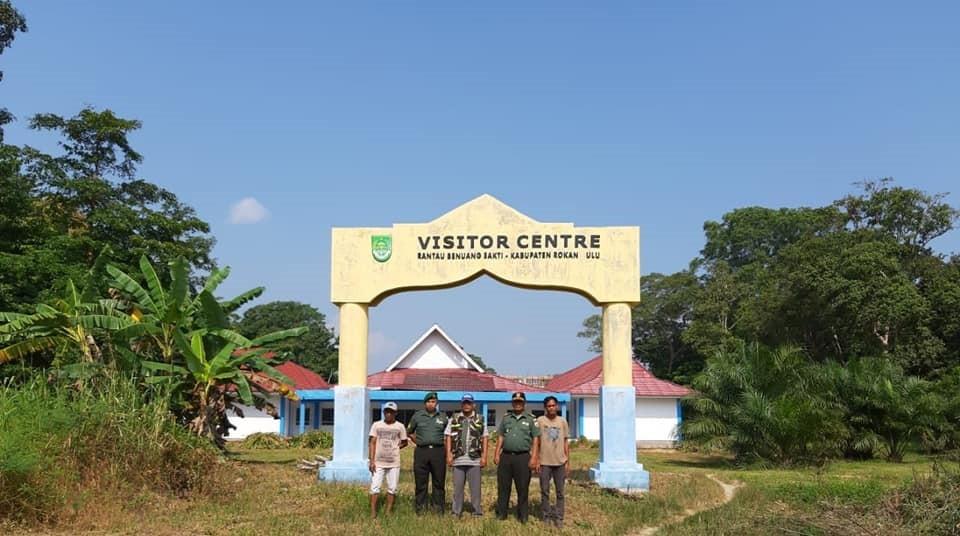 Koramil kepenuhan dan anggota kunjungi tempat wisata religi rantau Binuang sakti