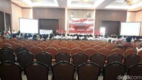 Catatan Deklarasi Projo di Riau, Dari Backdrop Dicoret Sampai Kursi Banyak Kosong