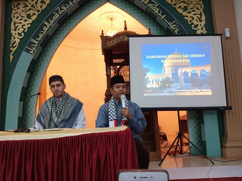 Syekh dari palestina ngisi taujih ruhiyah di GSSB Kepenuhan masjid Al madjid..