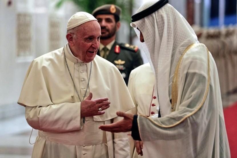 Paus Tiba di UEA dalam Kunjungan yang Dipandang Bersejarah