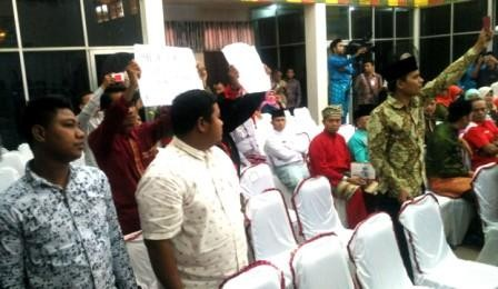 Paripurna HUT ke-19 Kabupaten Rohul Diwarnai Aksi Protes Mahasiswa