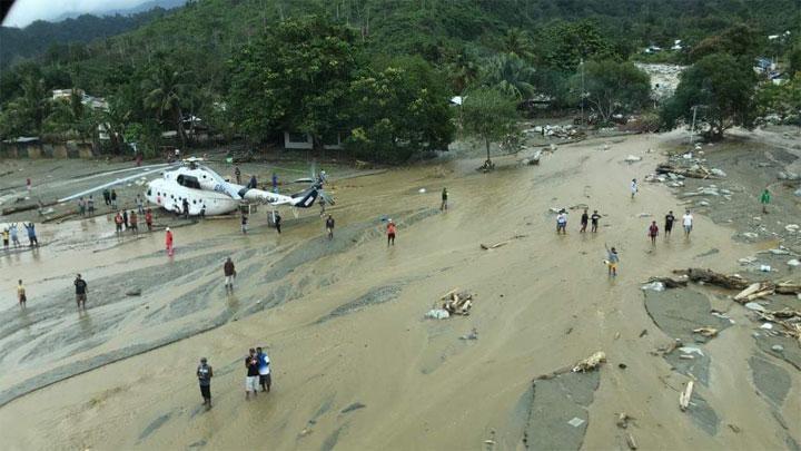 Banjir Sentani, Keluarga Korban Melacak Kerabat di RS Bhayangkara