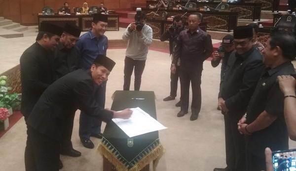 Rp10,216 Triliun, APBD Riau 2020 Disahkan DPRD