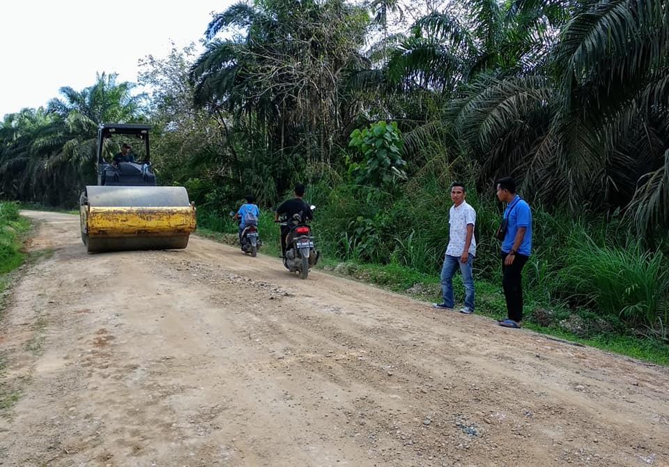 Perbaikan Jalan Tanjung Alam Desa Kepenuhan Barat Kecamatan Kepenuhan