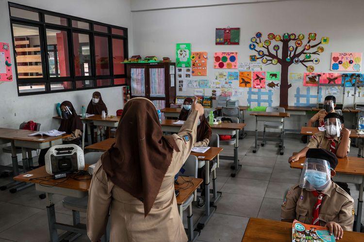 5 Instruksi Jokowi soal Sekolah Tatap Muka, Kapasitas hingga Durasi Belajar
