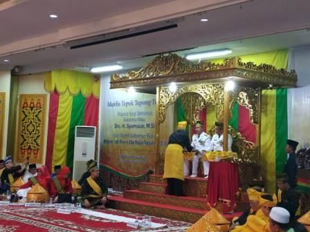 Gubernur Riau dan Wakil Ikuti Proses Tepung Tawar LAM