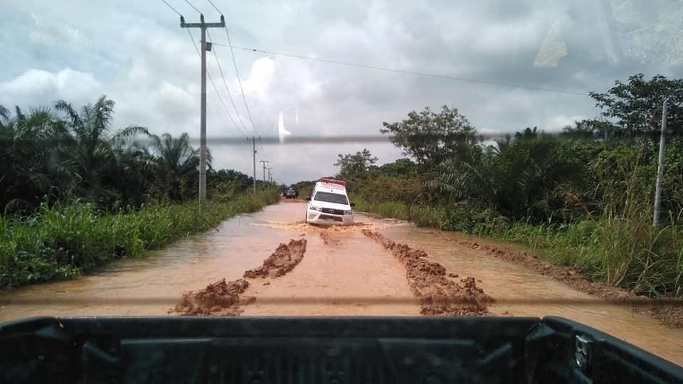Ini lah kondisi jalan menuju desa ulak patian,,,,