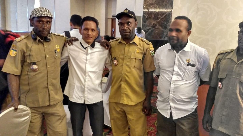 Temu kangen sama saudara yg d Papua...(pak Alang, pak udo, pak Ngah..).. hihihihihi