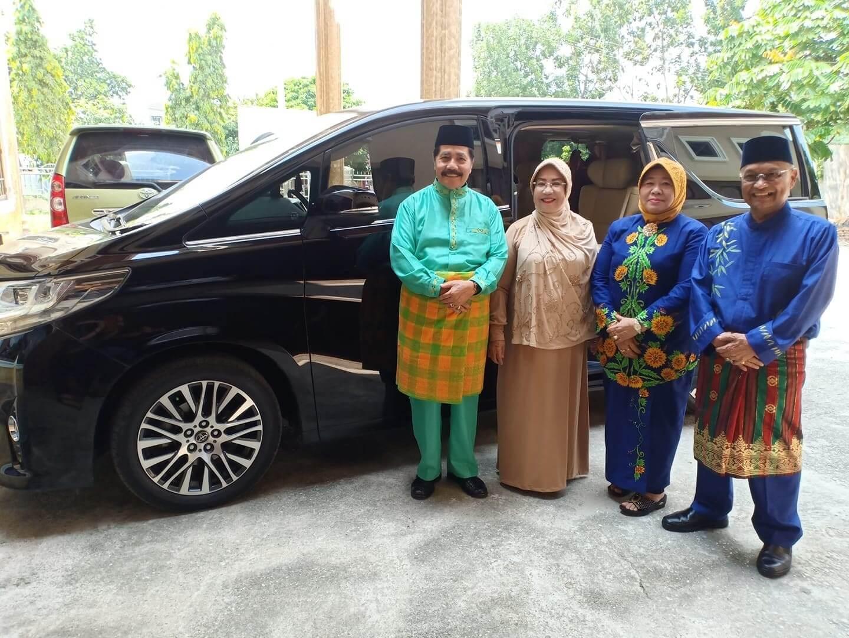 Bersiap2 menjemput dan tepung tawar gubernur dan wakil gubernur Riau baru bersama ayahanda H.Bahtiar
